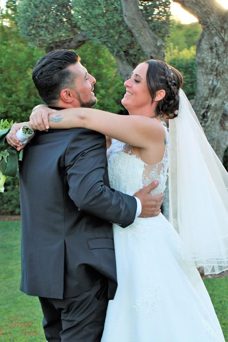 Photographie portrait couple de mariés à La Cadière d'Azur dans le Var