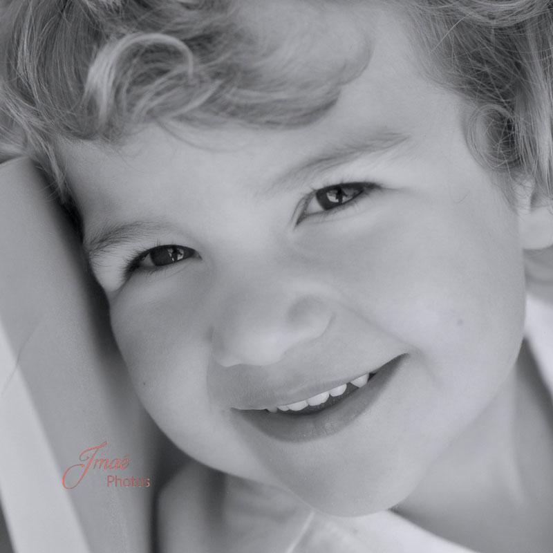 Séance photos portrait enfant en extérieur Imaé Photos